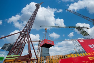 The delivery ceremony of the LW2340-180 wind power-based boom tower crane
